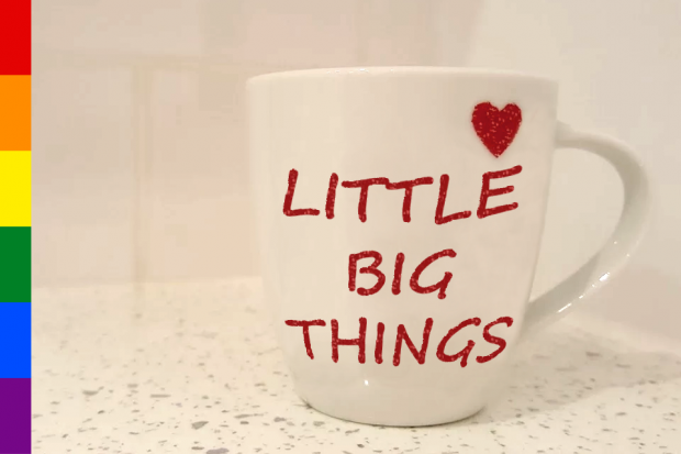 Mug with text: 'Little big things'.